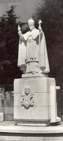 344px-Statue_of_Pope_Pius_XII_in_Fatima_Portugal