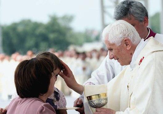Pope_Benedict_XVI_in_Zagreb_04